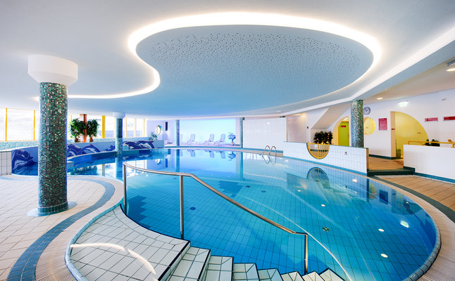 Hotel indoor pool  Wellness und Pool im Hotel Perner in Obertauern - Hotel Obertauern ...